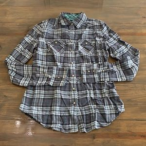 American Eagle shirt. Size 6. Brand new!